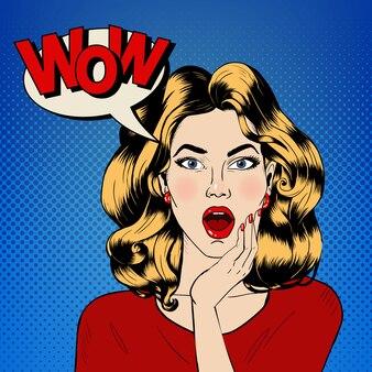 Femme surprise avec bulle et expression wow dans un style bande dessinée