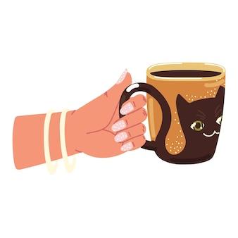 La femme tient la tasse de café