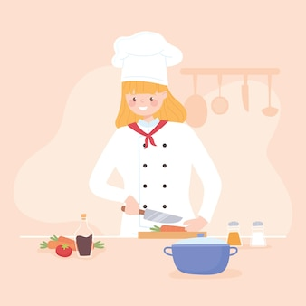 Femme trancher les légumes frais comme les carottes dans la cuisine