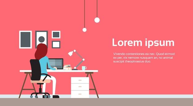 Femme travail ordinateur portable