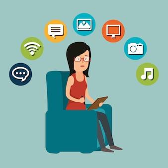 Femme travaillant avec l'icône de médias sociaux