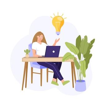 Femme travaillant avec ordinateur portable. la fille a une idée et une solution.