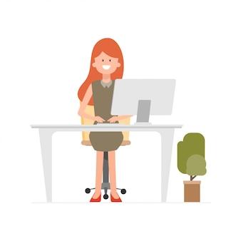 Femme travaillant avec un ordinateur portable pour la communication de centre d'appels.
