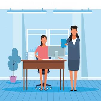 Femmes d'affaires de bande dessinée travaillant au bureau