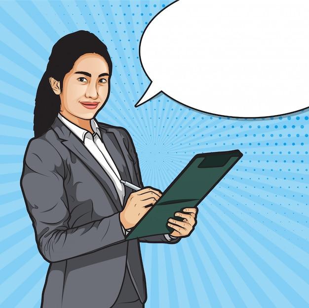 Femmes d'affaires tenant un stylo et des fichiers