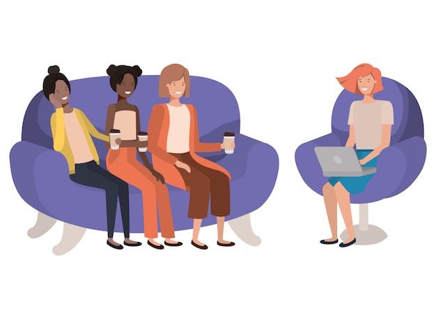 Femmes assises sur le canapé avec personnage café avatar