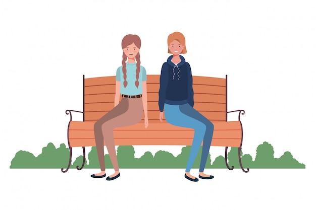Femmes assises sur une chaise de parc avec paysage