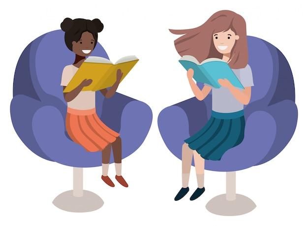 Femmes assises dans un canapé avec personnage avatar de livre