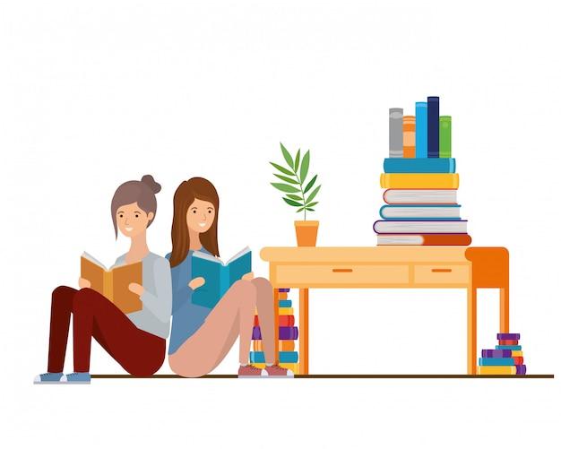 Femmes assises avec livre dans les mains