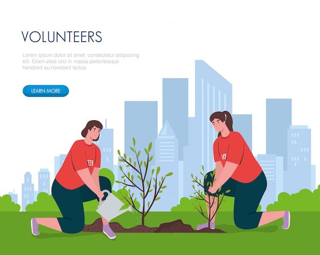 Femmes bénévoles avec arrosoir plantant
