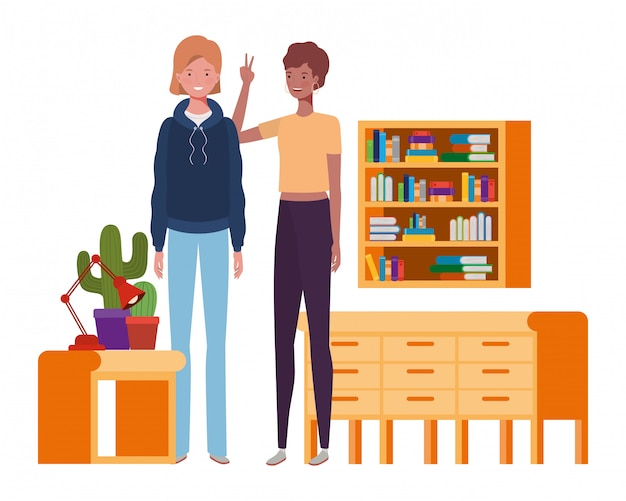 Femmes debout avec une étagère en bois et des livres