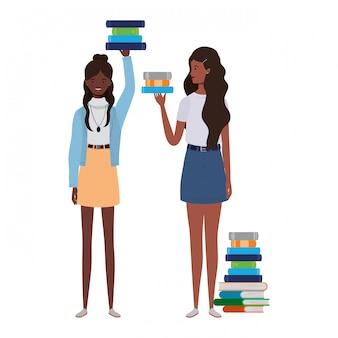 Femmes debout avec une pile de livres