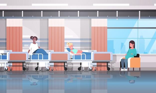 Femmes enceintes, séance, lits, et, fauteuil