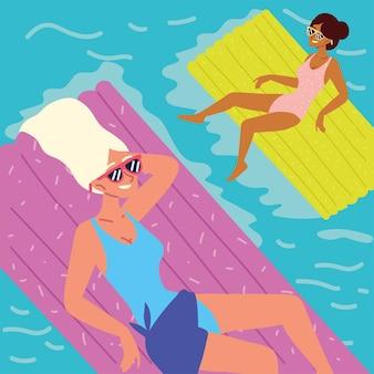 Femmes heureuses dans la piscine