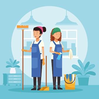 Femmes de ménage avec des outils