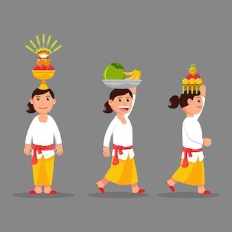 Les femmes portent des fruits pour le défilé rituel sur sa tête