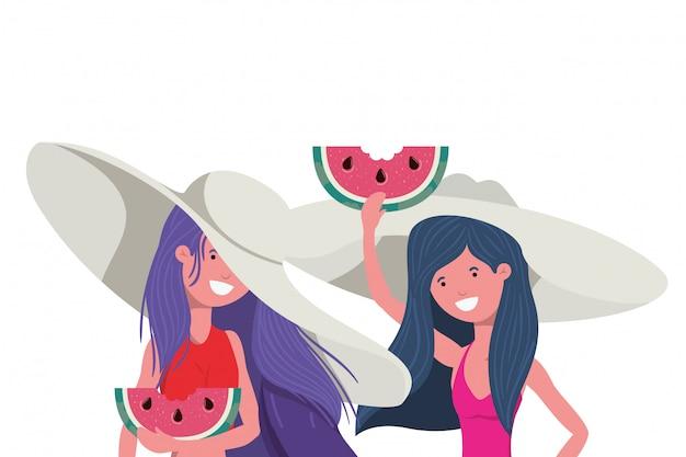 Femmes avec une portion de melon d'eau à la main en blanc