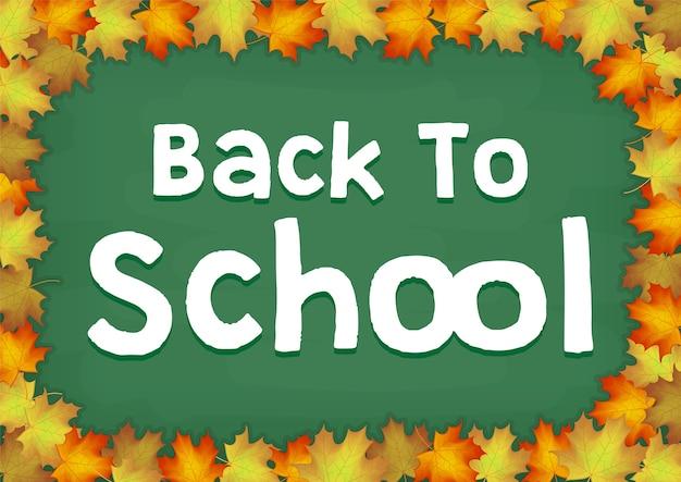 Feuille d'érable automne sur le dos au tableau de l'école