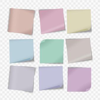 Feuilles colorées de papiers à notes avec coin recourbé et punaise