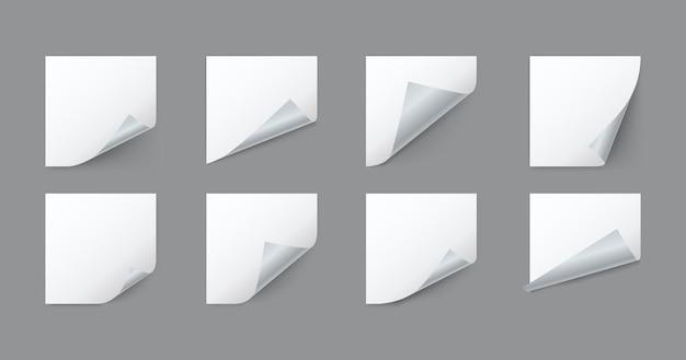 Feuilles de papier carrées blanches vierges avec coin recourbé