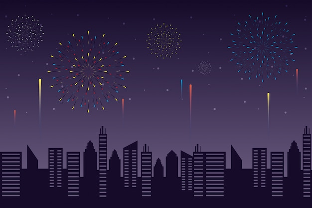 Feux d'artifice explosions avec paysage urbain en fond de ciel nocturne