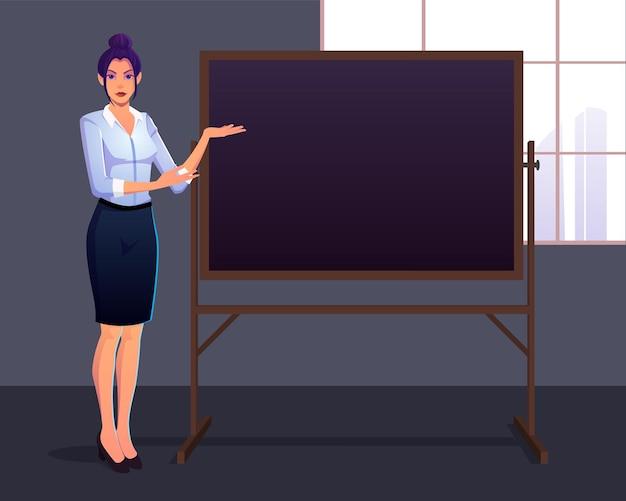 Fière élégante femme d'affaires présentant sur un tableau de craie