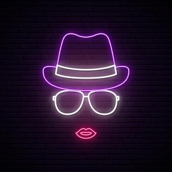 Fille au chapeau et lunettes de soleil silhouette néon