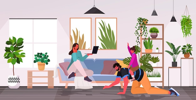 Fille à cheval sur le dos du père concept de paternité parentale famille heureuse passer du temps ensemble à la maison salon intérieur horizontal