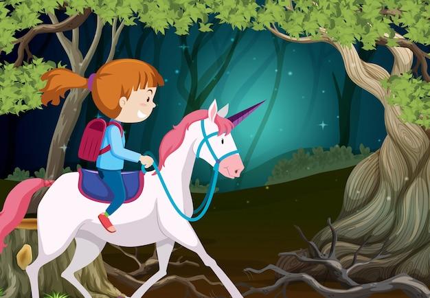Une fille à cheval licorne la nuit