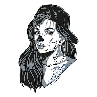 Fille chicano portant une casquette de baseball et des boucles d'oreilles rondes avec des tatouages et du maquillage de visage de chat dans une illustration vectorielle isolée de style monochrome vintage