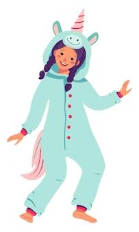Fille en costume de carnaval de licorne enfants pyjama party kid portant des combinaisons ou un kigurumi isolé sur...