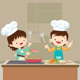 Fille cuisine avec maman