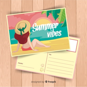 Fille dessinée à la main en regardant la carte postale de l'été au coucher du soleil