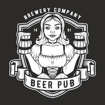 Fille avec deux pintes de logo de bière fraîche