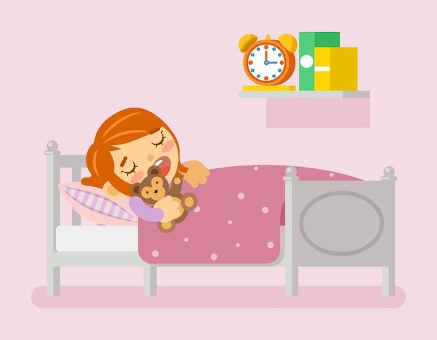 Fille dormant dans le lit sous une couverture avec ours en peluche.