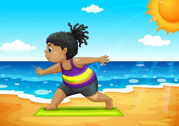 Fille faisant du yoga sur la plage
