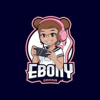 Fille de gamer ébène avec dessin animé logo smartphone