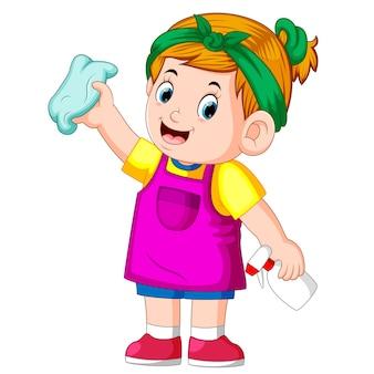 Fille intelligente nettoyer tout avec la serviette et elle à l'aide d'un tablier