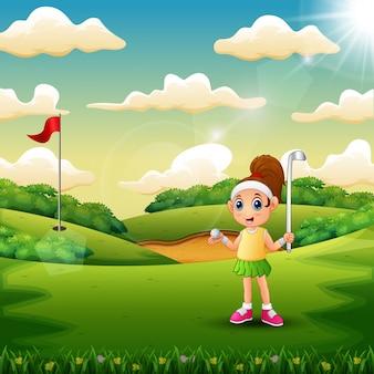 Une fille jouant au golf dans la cour