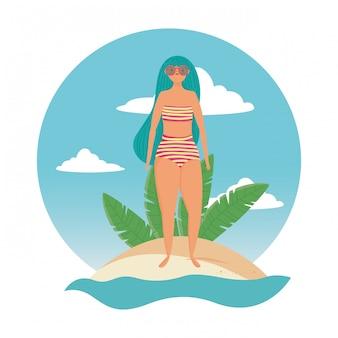 Fille avec maillot de bain d'été