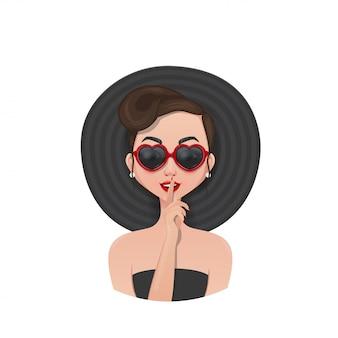 Fille moderne en robe noire lunettes et chapeau