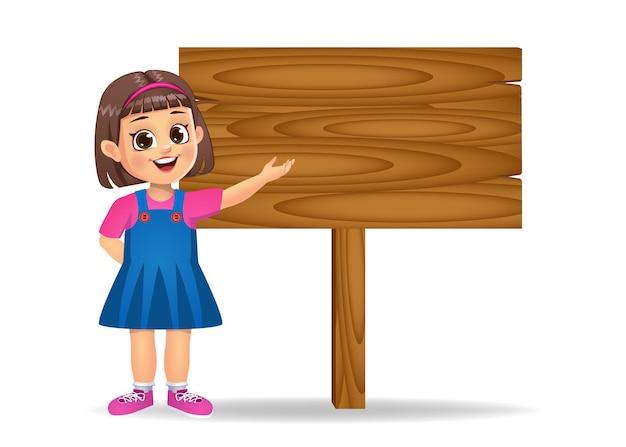Fille montrant une planche de bois vierge