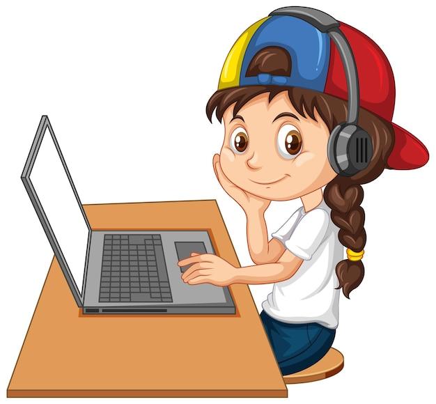 Fille avec ordinateur portable sur la table sur fond blanc