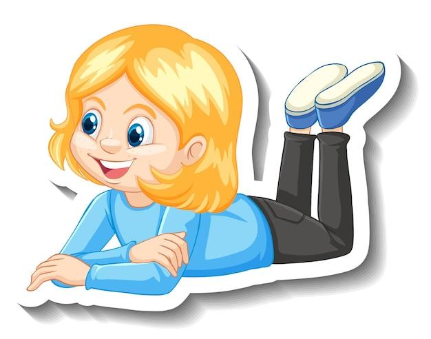 Une fille pose un autocollant de personnage de dessin animé
