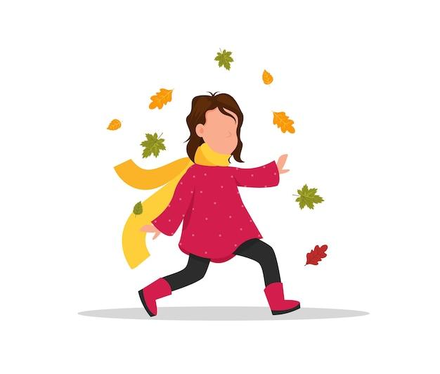 Fille ramasse des feuilles l'enfant court à travers le parc d'automne