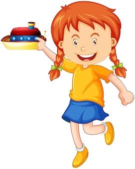 Une fille tenant un personnage de dessin animé de jouet de bateau isolé sur blanc