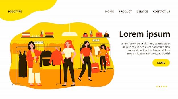 Filles au magasin de mode moderne en choisissant des vêtements sur cintre