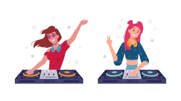 Les filles dj jouent de la musique dans des écouteurs, tournent des disques sur une platine