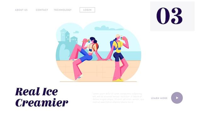 Filles de touristes avec des appareils photo assis sur un parapet, manger de la crème glacée par temps chaud. gens de voyage, femmes en vacances en ville. page de destination du site web, page web. illustration vectorielle plane de dessin animé