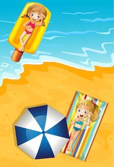 Filles en vacances d'été à la plage